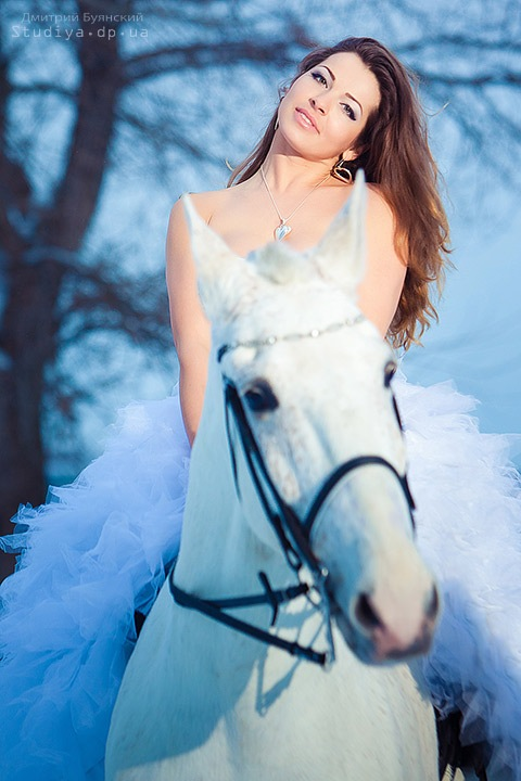 Невеста с лошадью