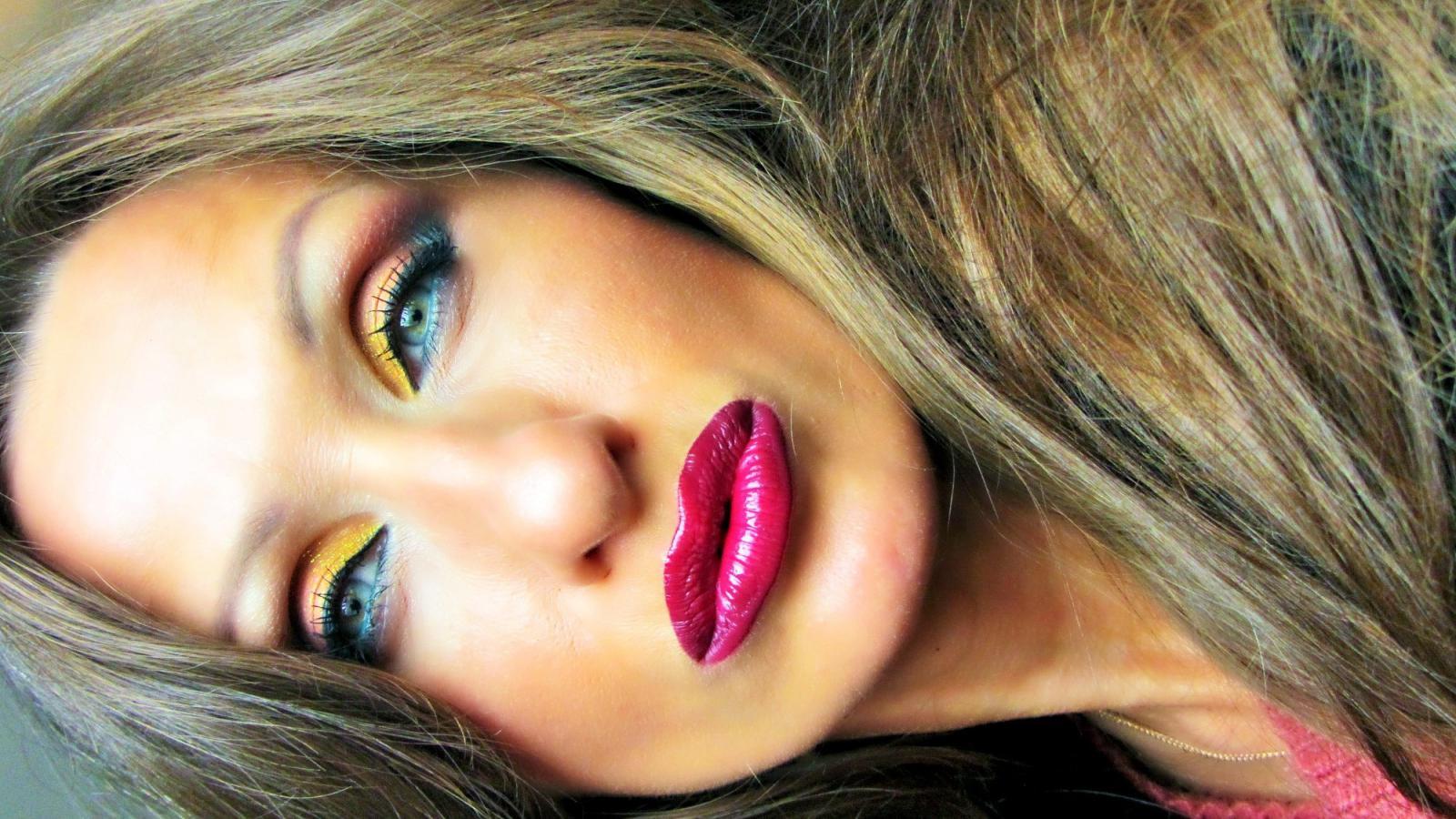 яркий макияж!!